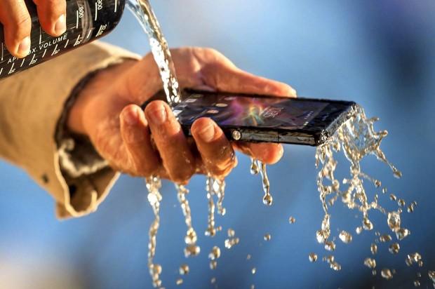 agua mojar teléfono