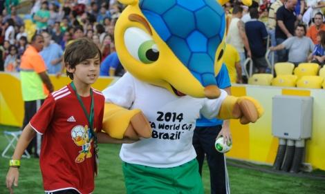 Fuleco es la mascota en la imagen, parte de Brasil 2014 (Cortesía)
